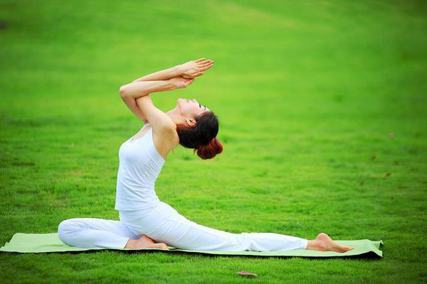 The advantages and disadvantages of practicing yoga